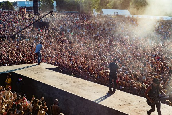 boots-and-hearts-2016-chase-rice-crowd