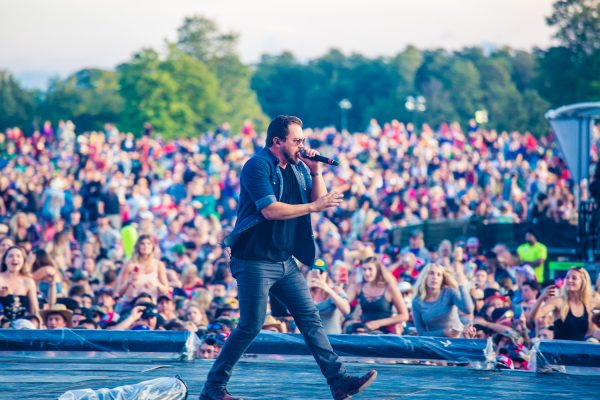 boots-and-hearts-2017-eli-young-band-crowd