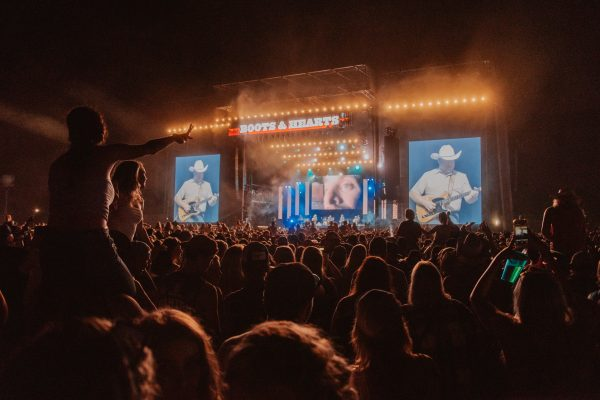 boots-and-hearts-2018-alan-jackson-crowd