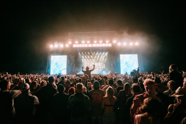 boots-and-hearts-2019-crowd-cole-swindell
